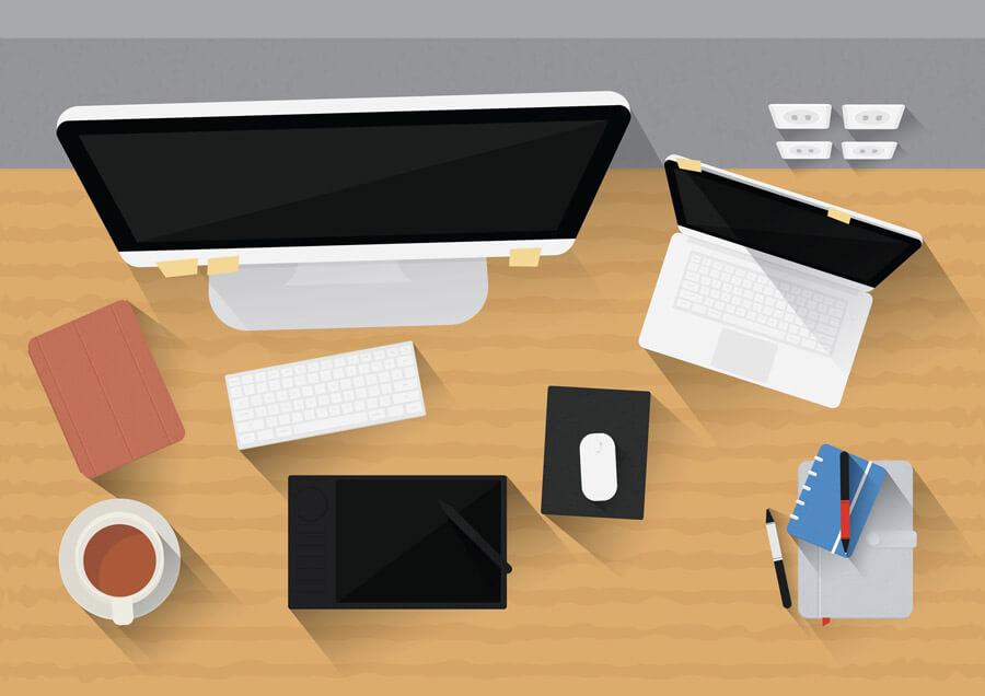 שולחן עבודה עם מקלדת ומסך